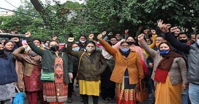 विभिन्न मांगों को लेकर डाक कर्मियों ने हड़ताल कर विरोध जताया।