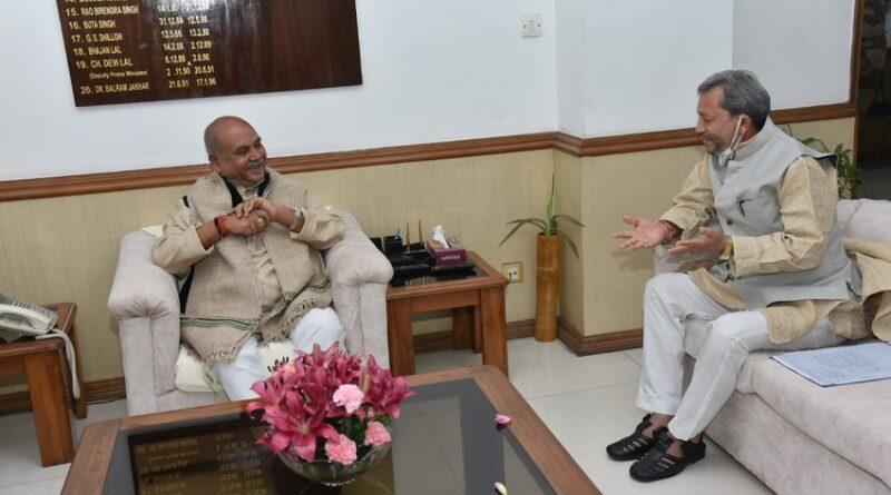 मुख्यमंत्री श्री तीरथ सिंह रावत ने नई दिल्ली में केंद्रीय पंचायती राज, कृषि एवं किसान कल्याण, ग्रामीण विकास मंत्री श्री नरेंद्र सिंह तोमर से भेंट की।