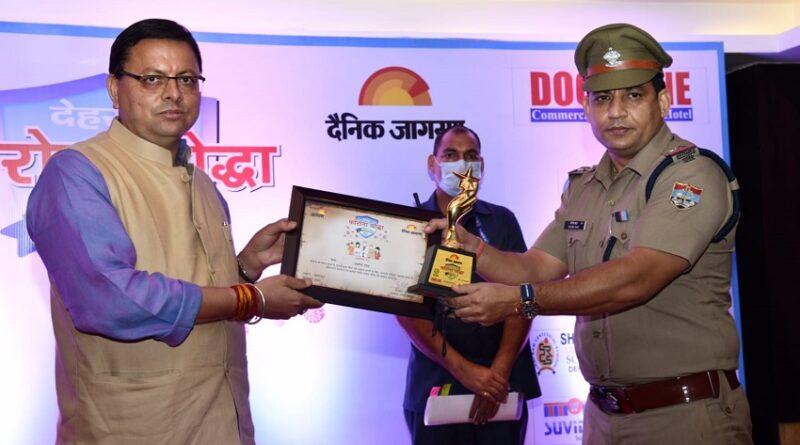 मुख्यमंत्री ने किया कोरोना योद्धाओं को सम्मानित.